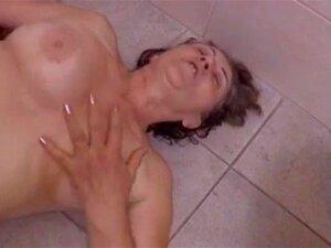 Une Belle Surprise Au Salle De Bain By Clessemperor Porn