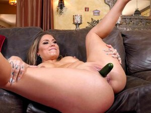 Karmen Karma Gets Pussy Licked And Fucked With Cucumber Porn