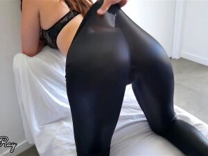 Step Sister Begs For Creampie In Her Ripped Leather Leggings Porn