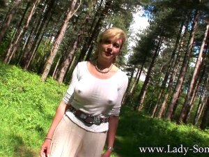 Lady Pee In The Woods Porn