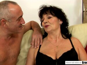 Seasoned GILF Offers Her Ass For Our Pleasure Porn