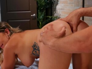 Cali Carter Gets Her Asshole Fingered By Her Massage Therapist Porn