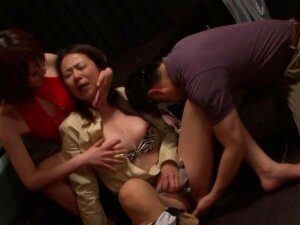 The Girl At The Sex Club Gets Fingered Until She Screams Porn