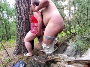 Chubby Chick Gets Fucked In The Woods Porn