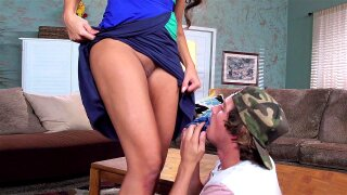 Mercedes Carrera starts working her best seduction game