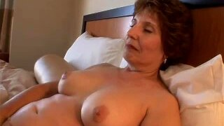 Making love to mature chick in hotel room